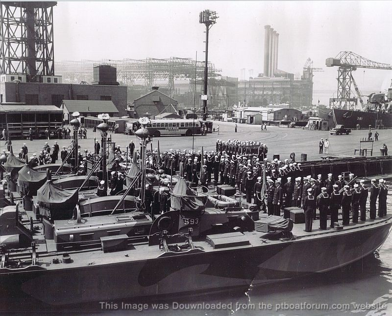 PT_593_600_RON_40_Commissioning_New_York_LCDR_Geo_Cox_Raised_Aft_Lux_Pull_Boxes_800.jpg
